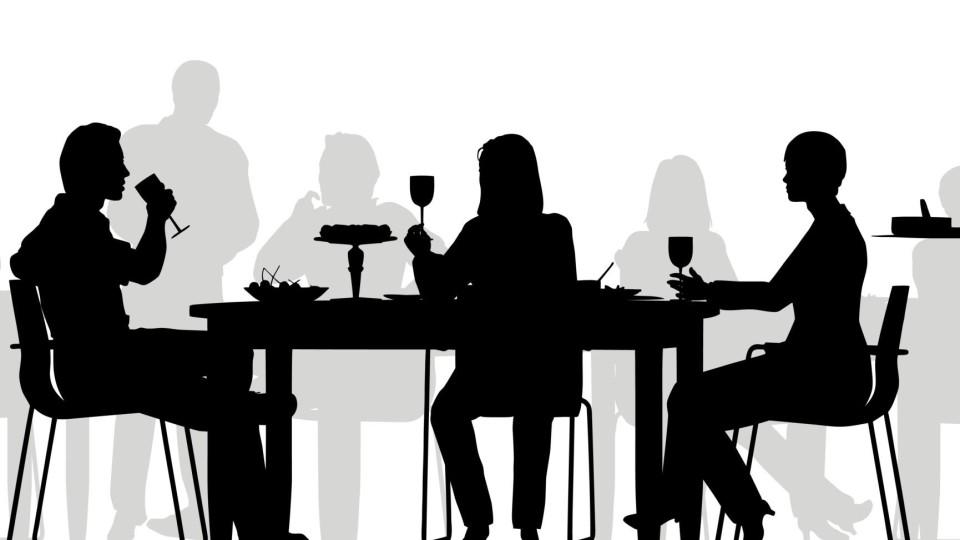 """SOS cena di lavoro: regole e consigli sui discorsi da """"intavolare"""""""