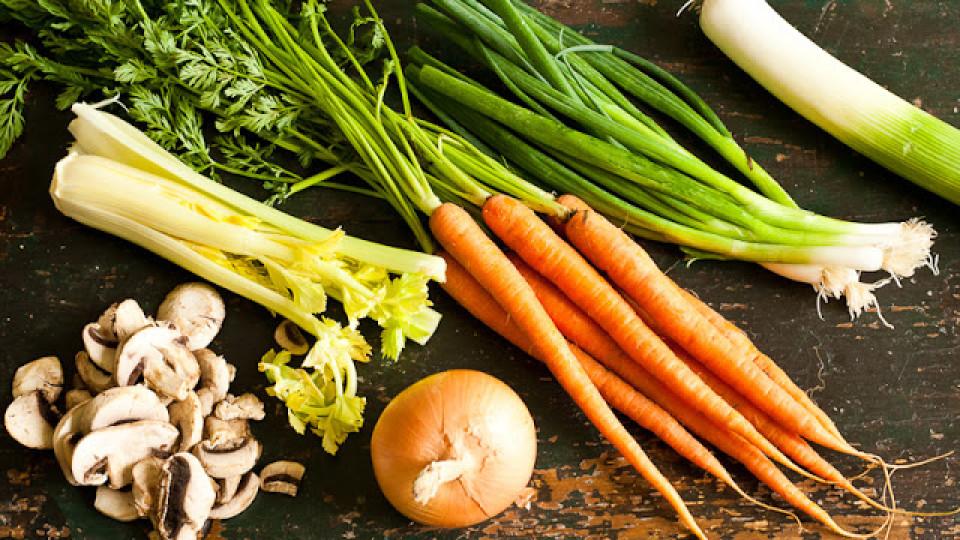 Brodo vegetale (ricetta base)