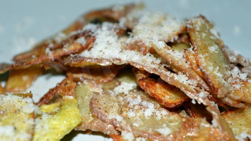 Bucce di patate fritte o al forno