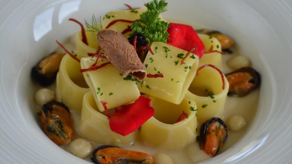 Pasta calamarata … con i suoi fagioli, accasati con le cozze, accompagnati con il Corbarino e cotti a puntino e a pressione!