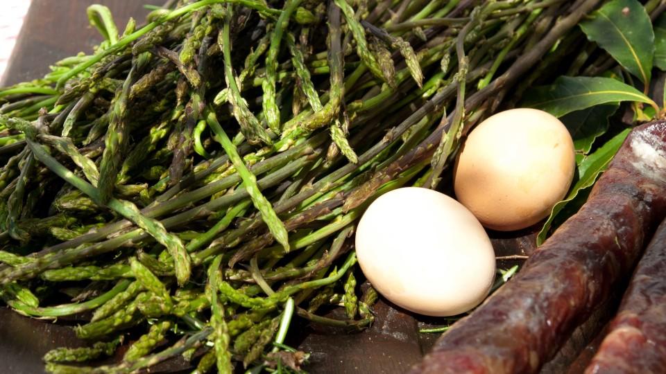 La primavera inizia con l'asparago