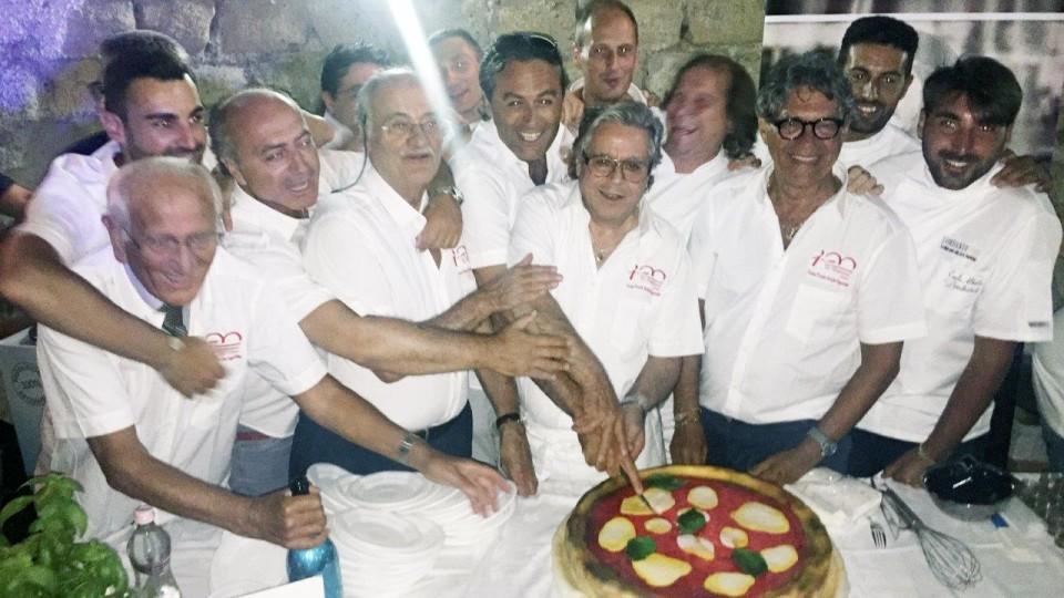 """""""Le Centenarie"""" unite nel nome della pizza napoletana"""
